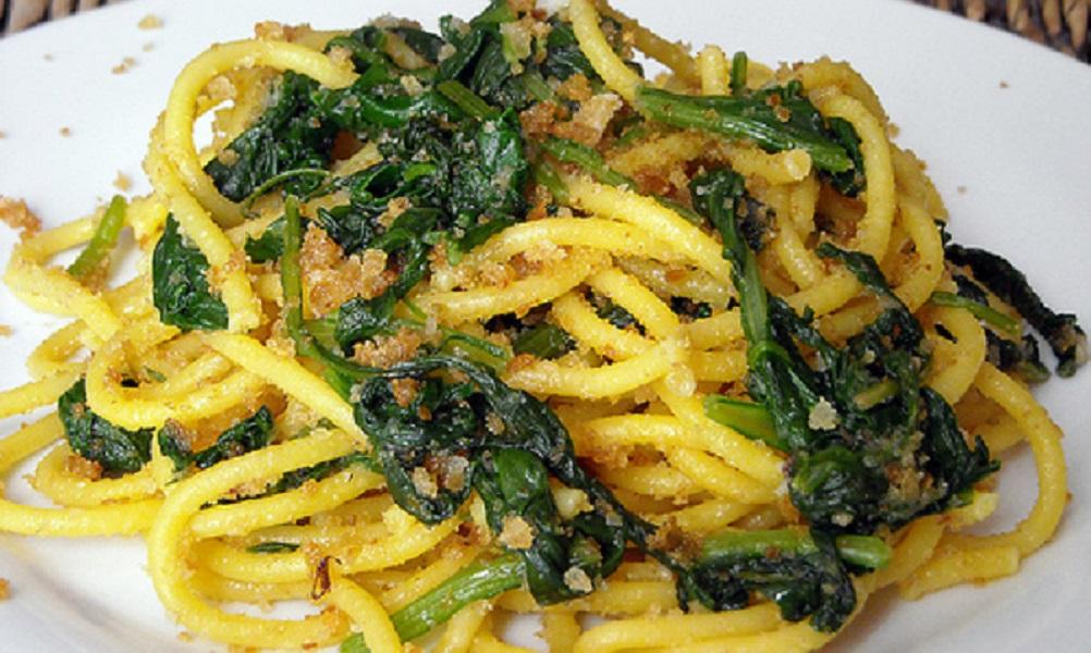 Spaghetti bieta e pinoli